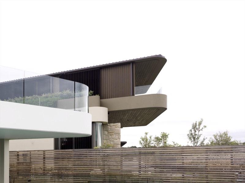 Luigi Rosselli, Cantilever House, Sandstone Cladding, Garage Door, Frameless Glass Balustrade