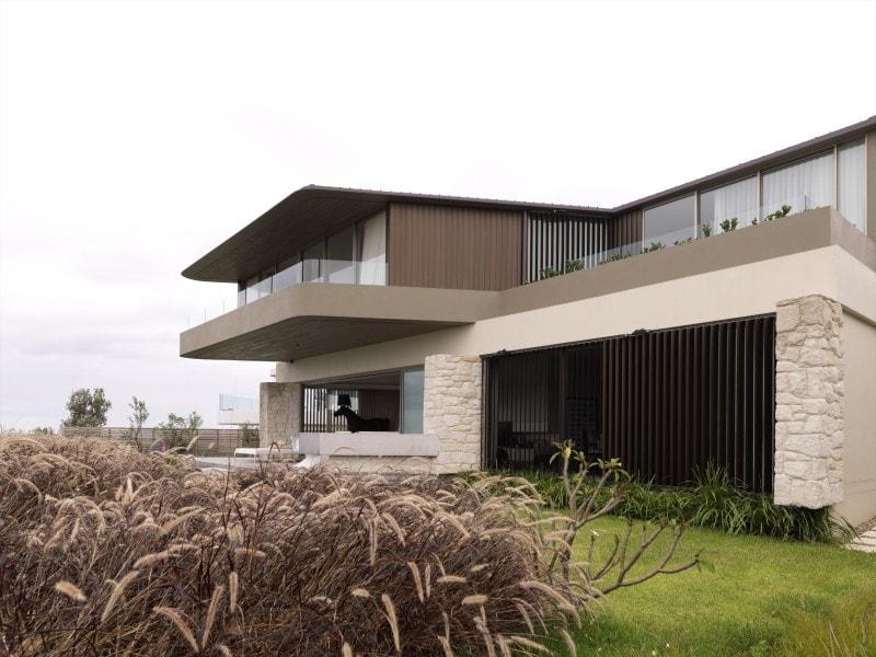 Luigi Rosselli, Cantilever House, Sandstone Cladding, Garage Door