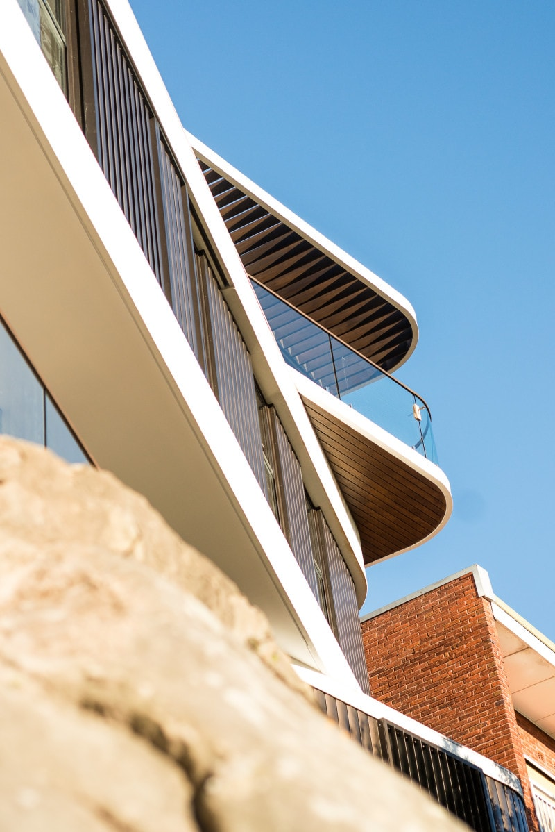 Luigi Rosselli, Offset Balconies, Aluminium Weatherboard Cladding Scissored Level House