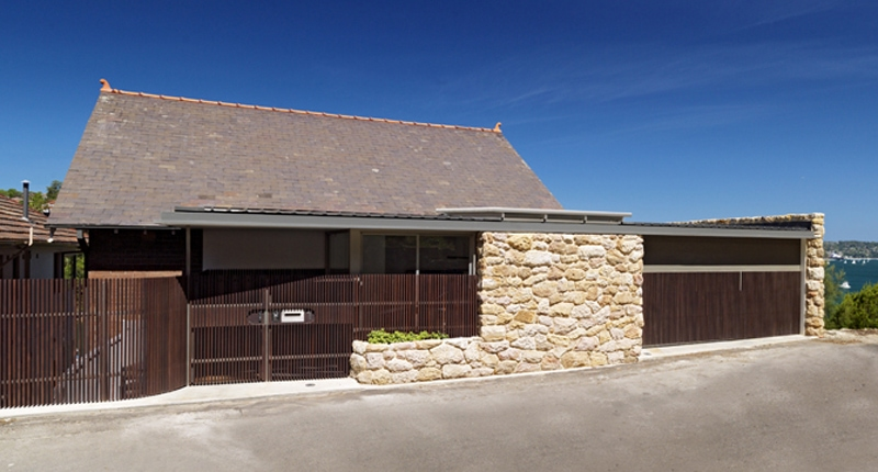 Pitched Roof, Luigi Rosselli, Timber Garage Door, Stone Cladding, Sandstone