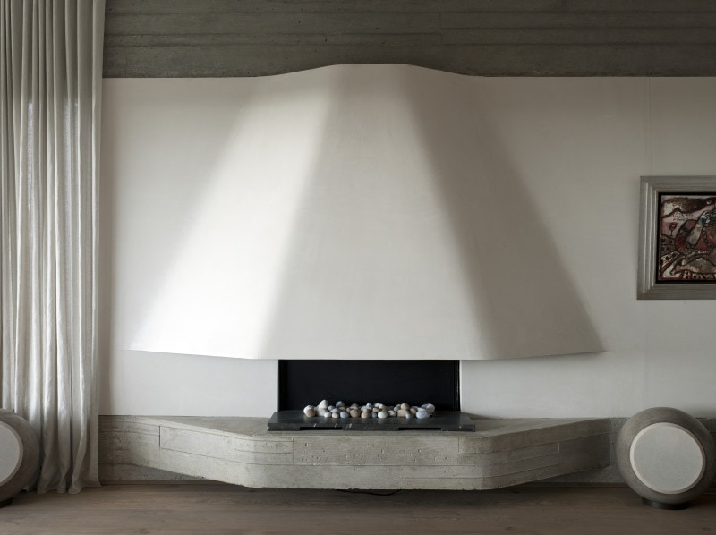 Luigi Rosselli, Concrete Fireplace, Curved Fireplace, Sheer Curtains