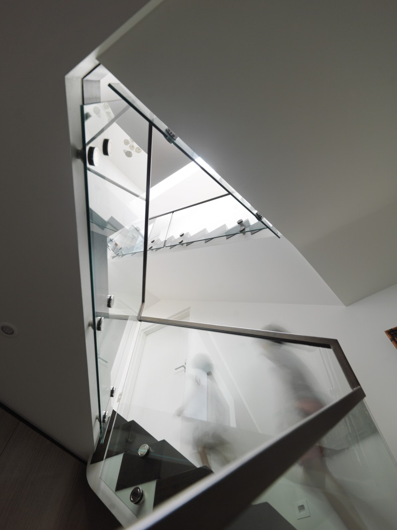 angular winding stair-well with frameless glass balustrades