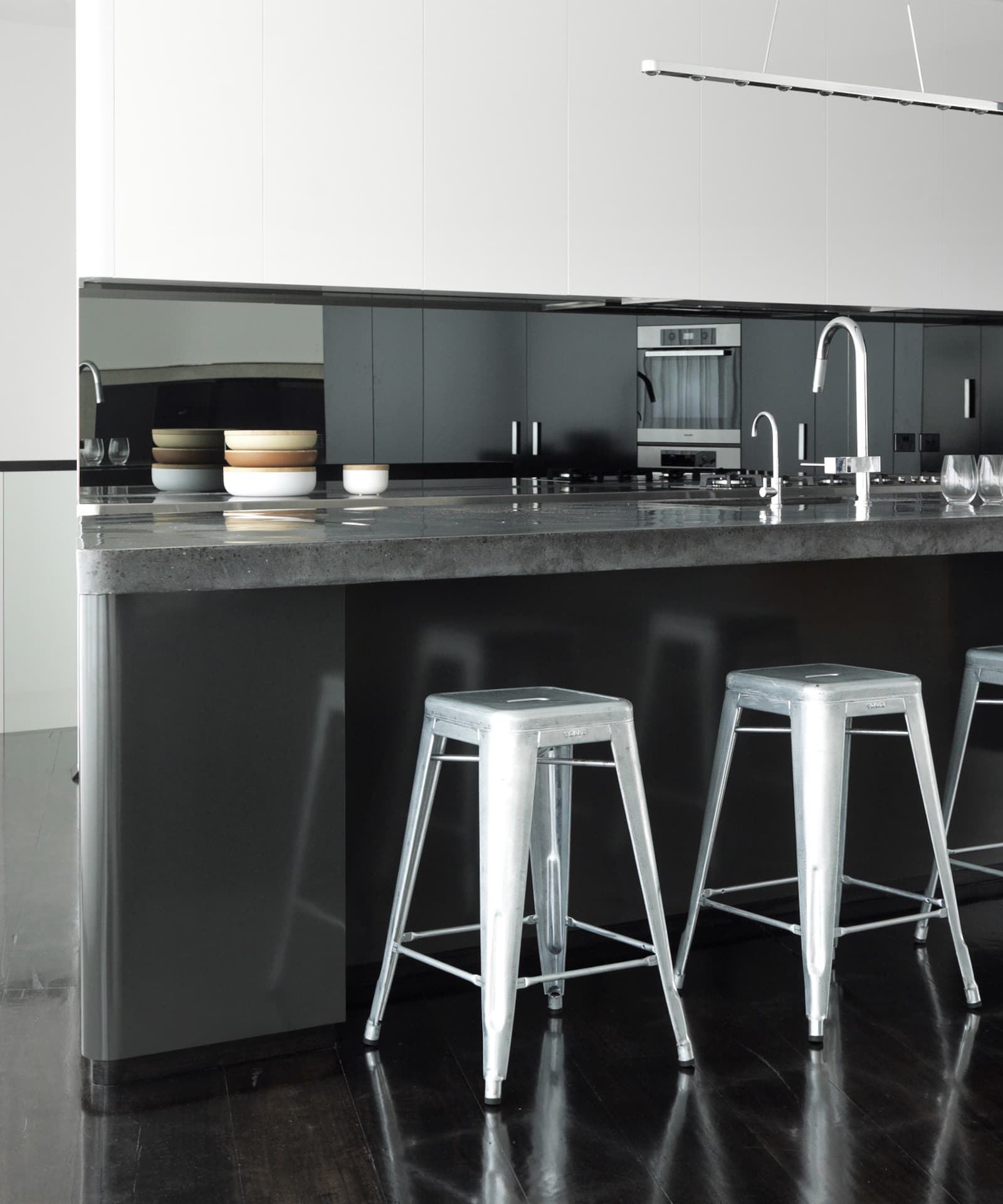 Picture of: Luigi Rosselli Architects Solid Polished Concrete Benchtop With Black Oxides Luigi Rosselli Architects