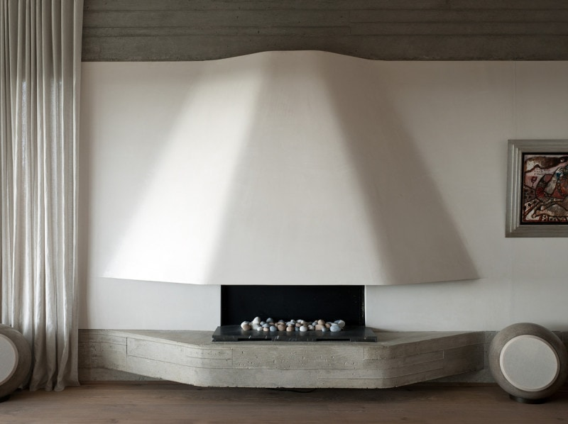 Luigi Rosselli, Concrete Fireplace, Curved Fireplace, Built in Fireplace, Concrete Base