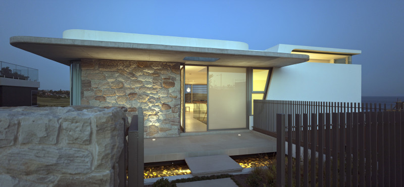 Luigi Rosselli, Sandstone, Smooth White Render, Concrete eaves in Sydney