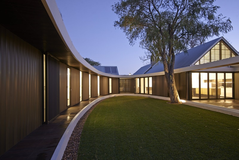 Luigi Rosselli, Courtyard, Jarrah Verandah, Vertical Aluminum Louvres, Lawn