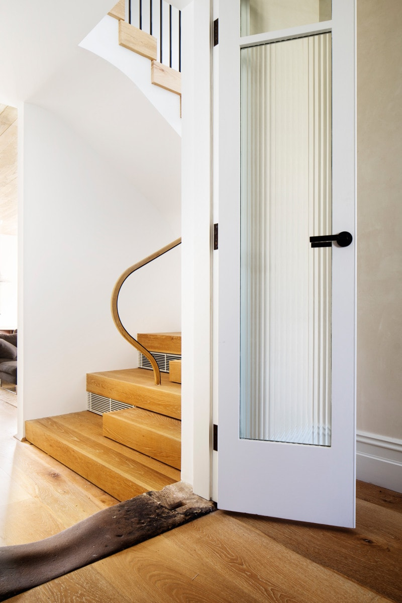 Luigi Rosselli, Stained Oak Staircase, Curved Balutrade, Timber Stairs, Fluted Glass Door, Traditional Doors