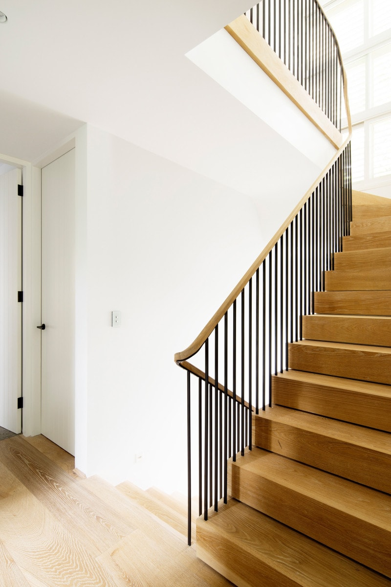 Luigi Rosselli, Stained Oak Staircase, Curved Balutrade, Timber Stairs