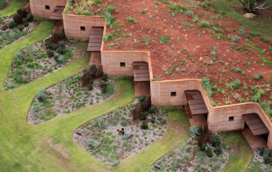 Luigi Rosselli, Building in Landscape, Building Integrated in Landscape, Rammed Earth Building, Western Australia Architecture, Rammed earth facade in sanding, iron rich sandy clay rammed earth wall