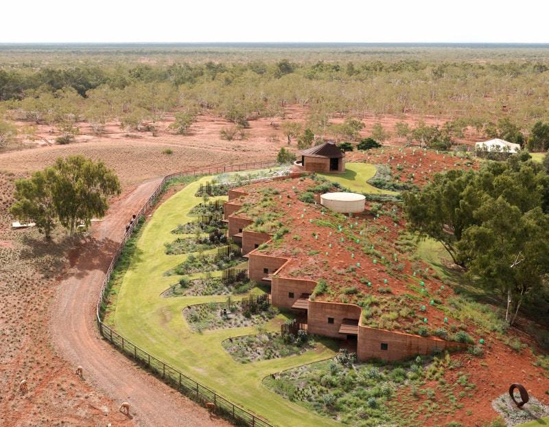 Luigi Rosselli, Building in Landscape, Building Integrated in Landscape, Rammed Earth Building, Western Australia Architecture, Rammed earth facade in sanding