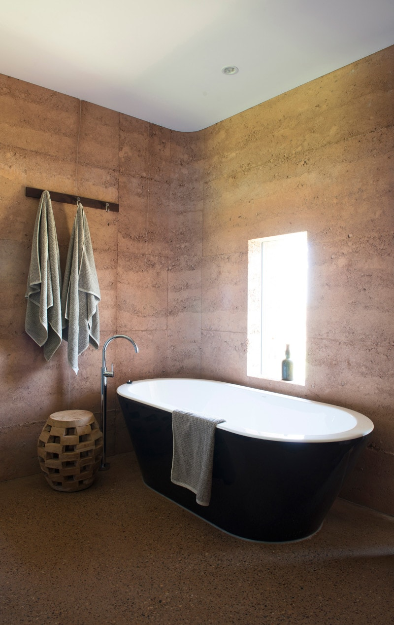 Luigi Rosselli, Rammed earth walls, Exposed aggregate concrete, Bathroom, Rammed Earth Interior, Rammed Earth Bathroom, Freestanding Bathroom