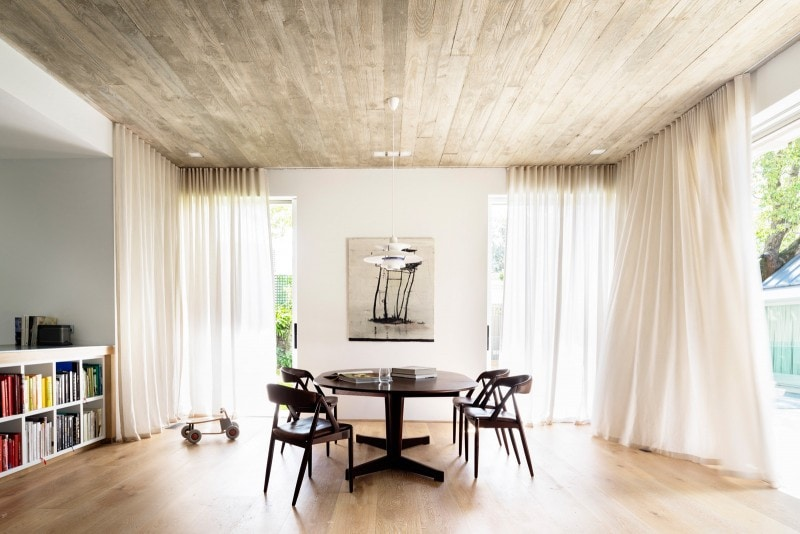 Luigi Rosselli, Stained american oak floor and exposed concrete ceiling living room, Dining Room, Sheer Curtains