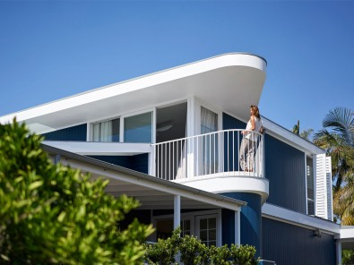 Luigi Rosselli, Beach House, Captain's Deck Balcony, Curves, Curved Awning, Steel Balustrade