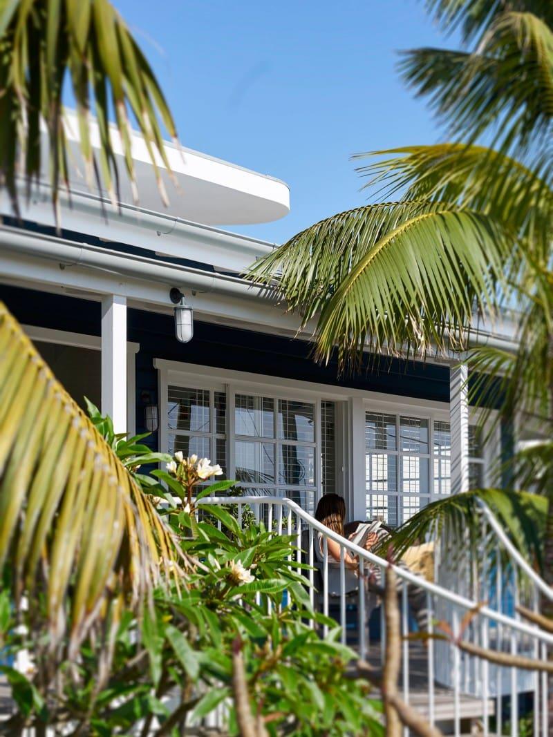 Verandah Reading Retreat, Lush Landscape, Tropical Landscape Planting