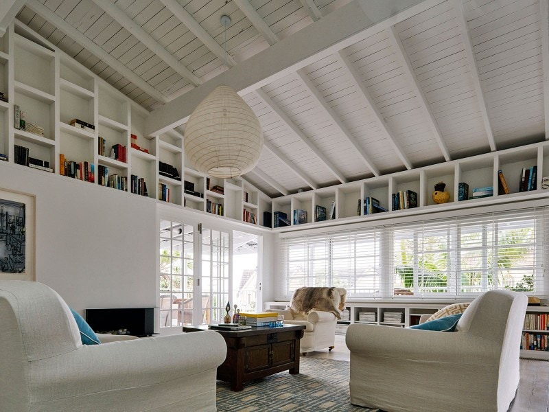Modern Living Room, Exposed Beams, High Ceilings, Bookshelf, Integrated Shelving