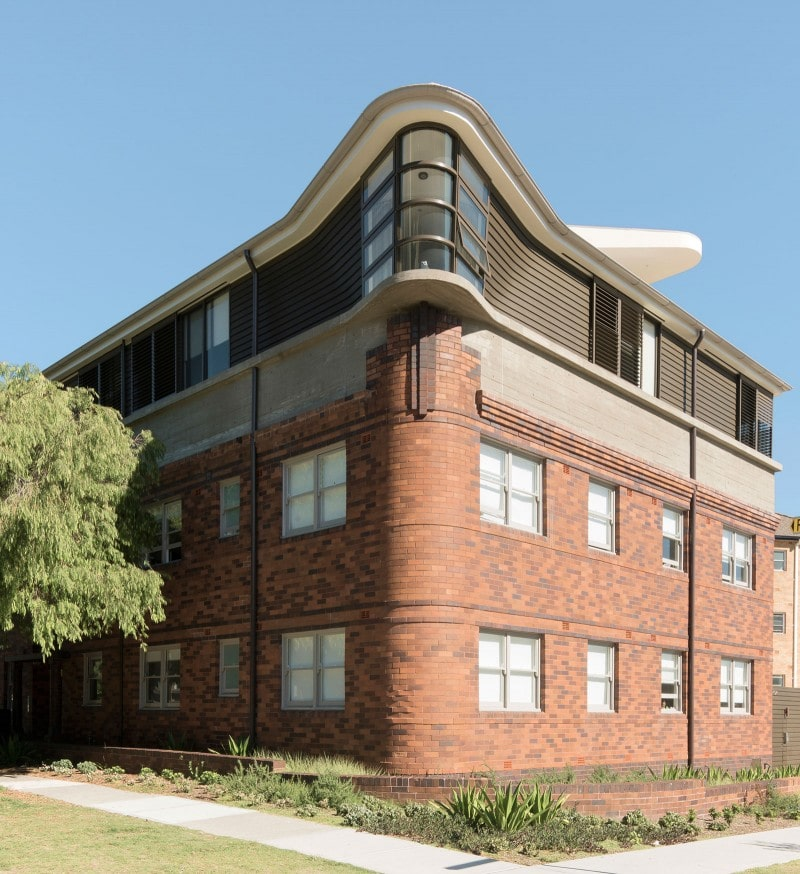 Art Deco apartment alteration, Brick, Curved Windows, Curved Roof, Brick Facade