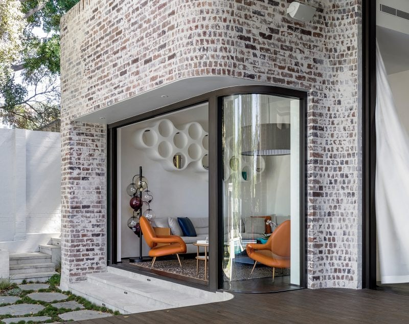 Luigi Rosselli, Brick Facade, Aluminum Windows, Curved Glass, Curved Windows