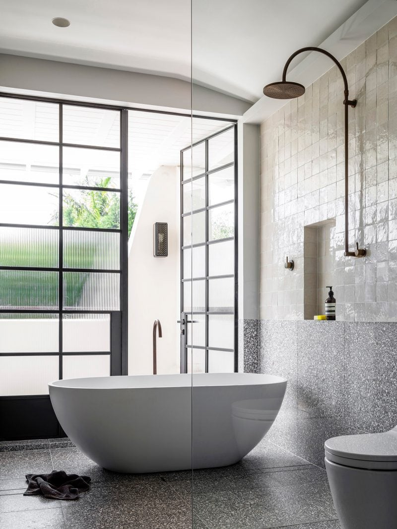 Luigi Rosselli Architects - Raise the Roof - Image of the ensuite bathroom