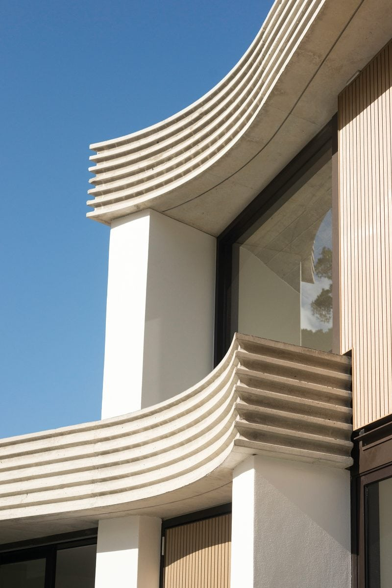 Luigi Rosselli Architects | The Triplex Apartments | Curved and Grooved Off-Form Concrete Detail
