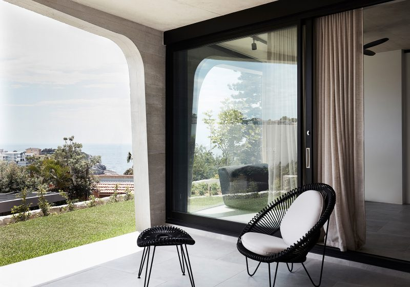 Concrete pillars of covered terrace in Luigi Rosselli designed tamas tee house.