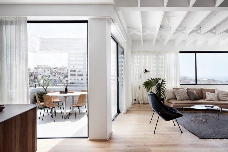 Timber floor open plan design of Luigi Rosselli tamas tee house.
