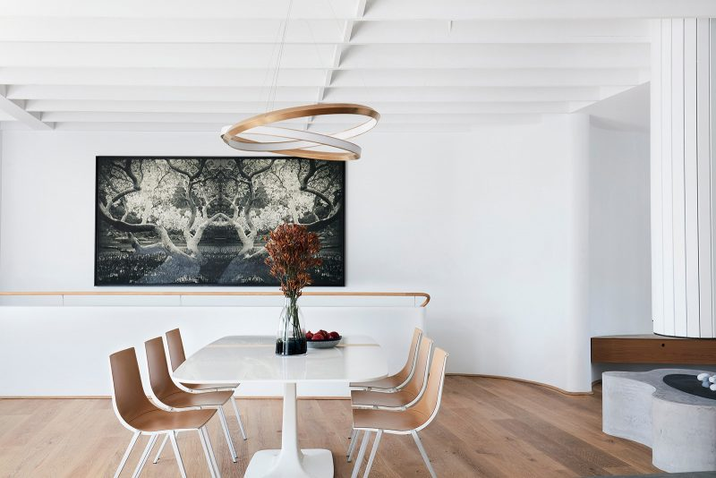 The dining area of the open plan living space in Luigi Rosselli designed tamas tee house.
