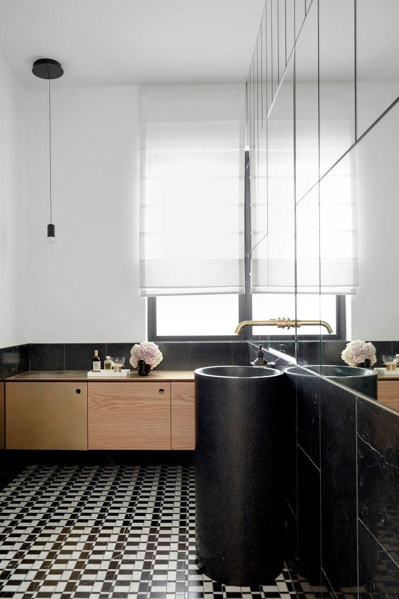 Luigi Rosselli tamas tee house interior tiled bathroom.