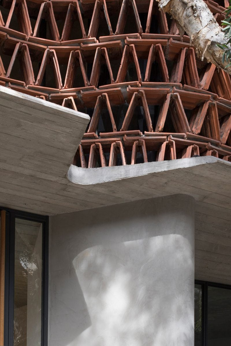 Luigi Rosselli Architects The Beehive studio acrylic modified cement render exterior with concrete formwork and terracotta roof tiles
