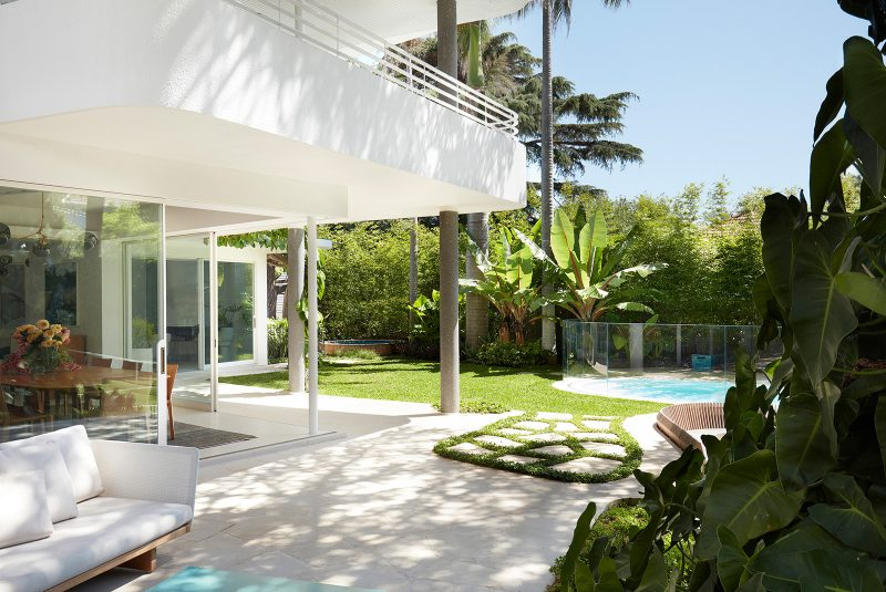 Luigi Rosselli Architects, Concrete, Outdoor Seating, Stepping Stone, Outdoor Paving, Swimming Pool, Lush Tropical Landscape