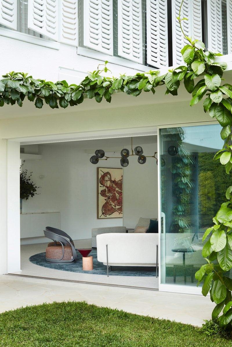 Luigi Rosselli Architects, Climber Plants, White Shutters, Large Sliding Doors, Backyard Lawn