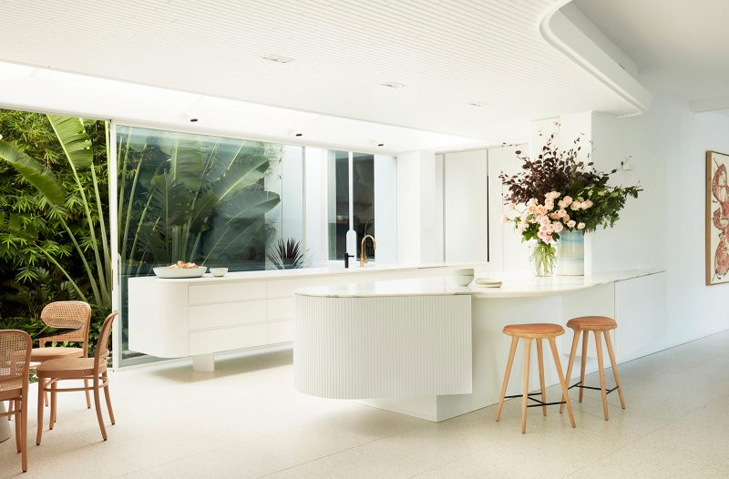 Luigi Rosselli Architects, Curved Interiors, White Timber Ceiling, Marble Kitchen Bench Top, White joinery, White Interiors, Tropical Landscaping