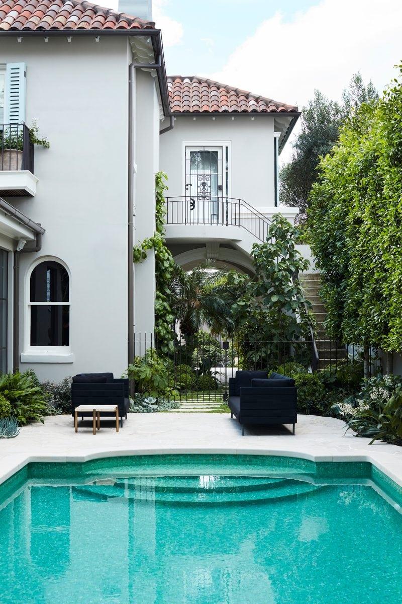 Luigi Rosselli Architects, mediterranean classicism villa, turquoise pool, pool swimout