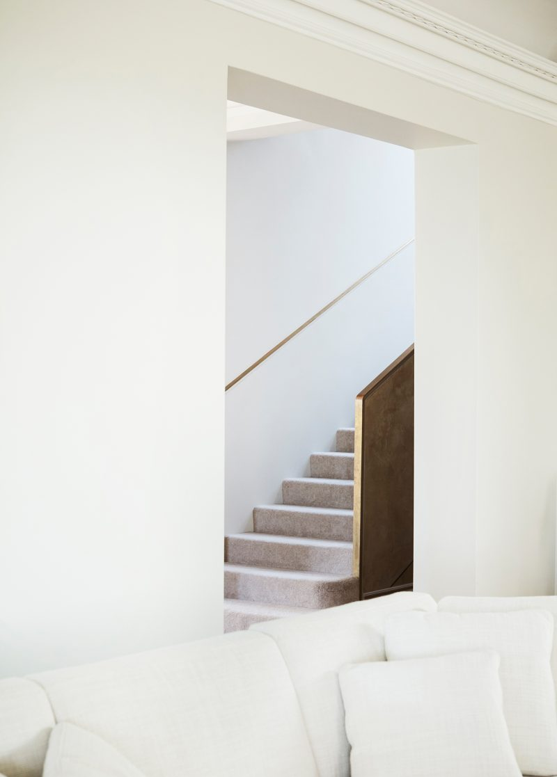 Luigi Rosselli Architects, recessed stair handrail