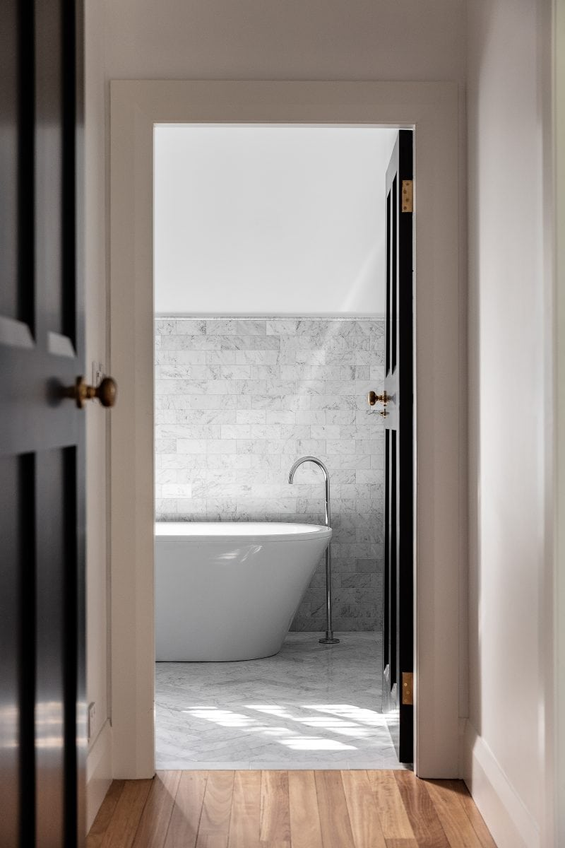 Luigi Rosselli Architects, Sydney architecture, Woollahra house, residential architecture, frameless glass balustrade, Woollahra architecture, bathroom design